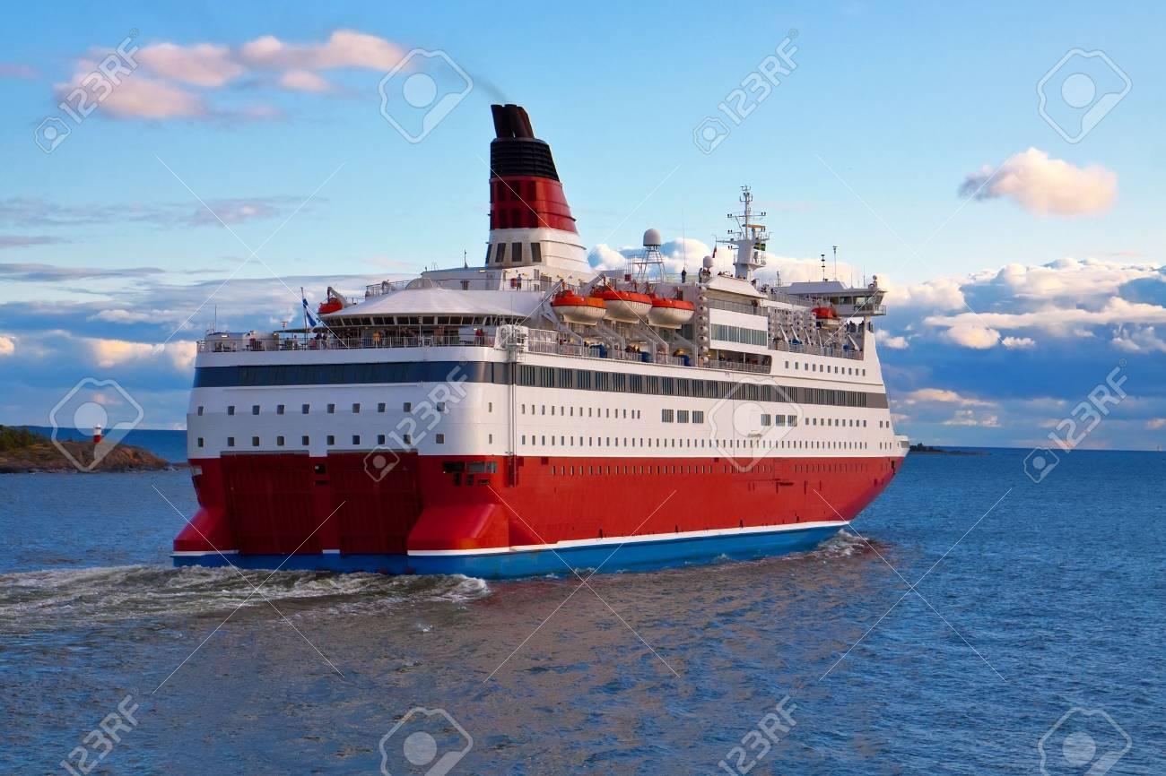 Big cruise liner Stock Photo - 6661324