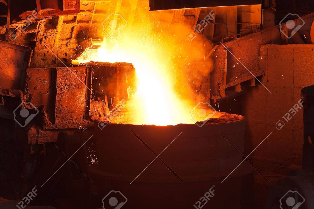 Pouring of liquid metal in open hearth workshop of the metallurgical plant Stock Photo - 10056875