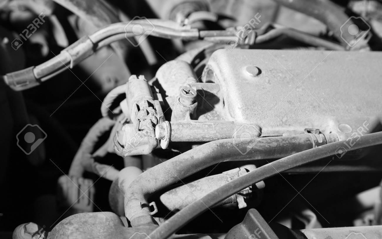 Alte Teile Unter Der Motorhaube Eines Autos Lizenzfreie Fotos ...