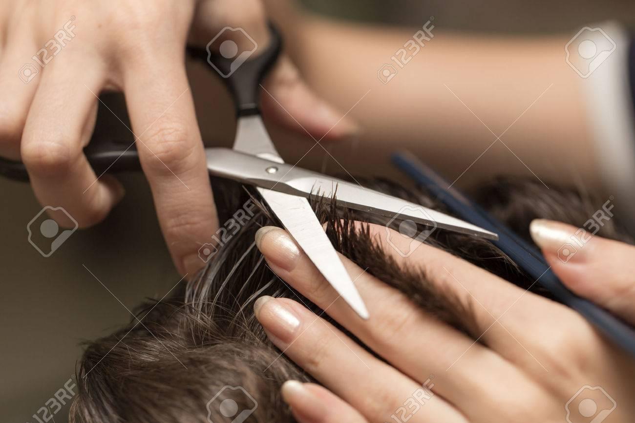 Men\'s Hair Cutting Scissors In A Beauty Salon Royalty-Fria ...