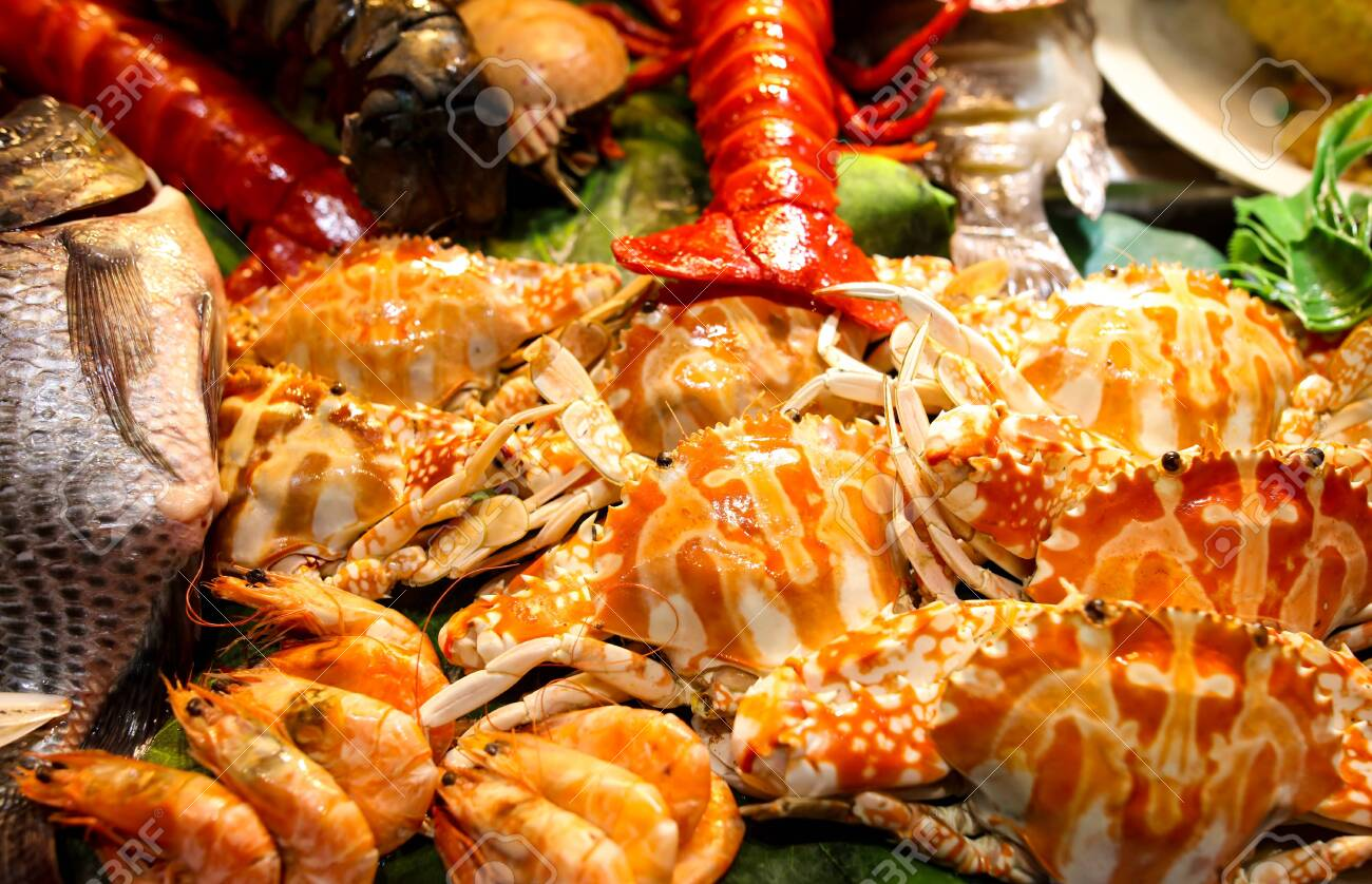 Sea crab cooked according to a special recipe. A dish of Chinese cuisine. - 142355442