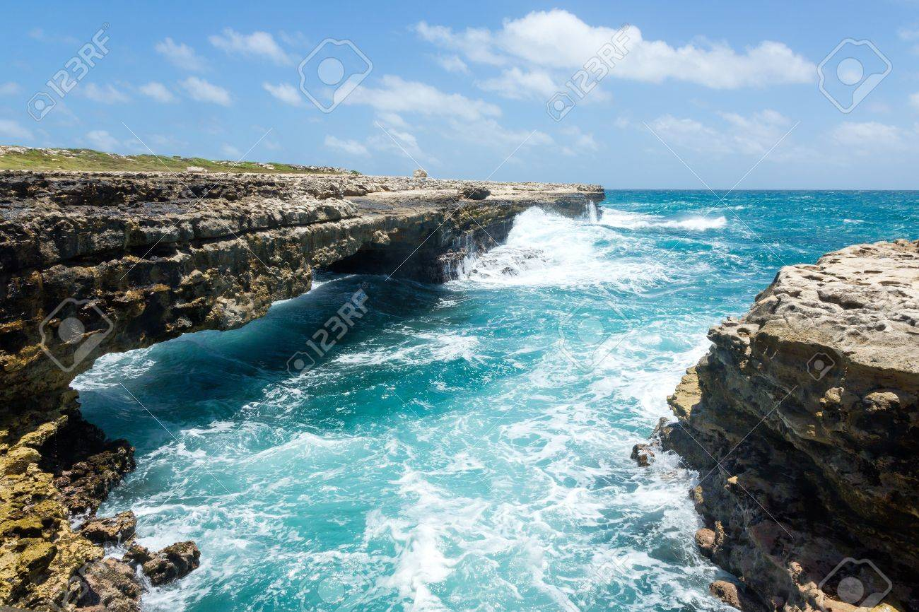Waves Crashing on Rocks at Devil Stock Photo - 21693719