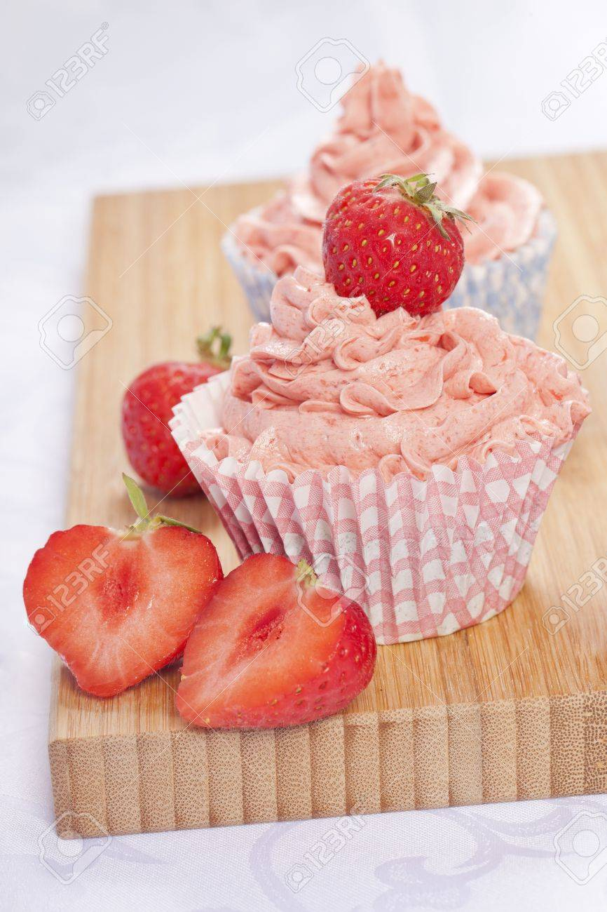 strawberry cupcakes homemade delicious creamy sweet pink Stock Photo - 14413206