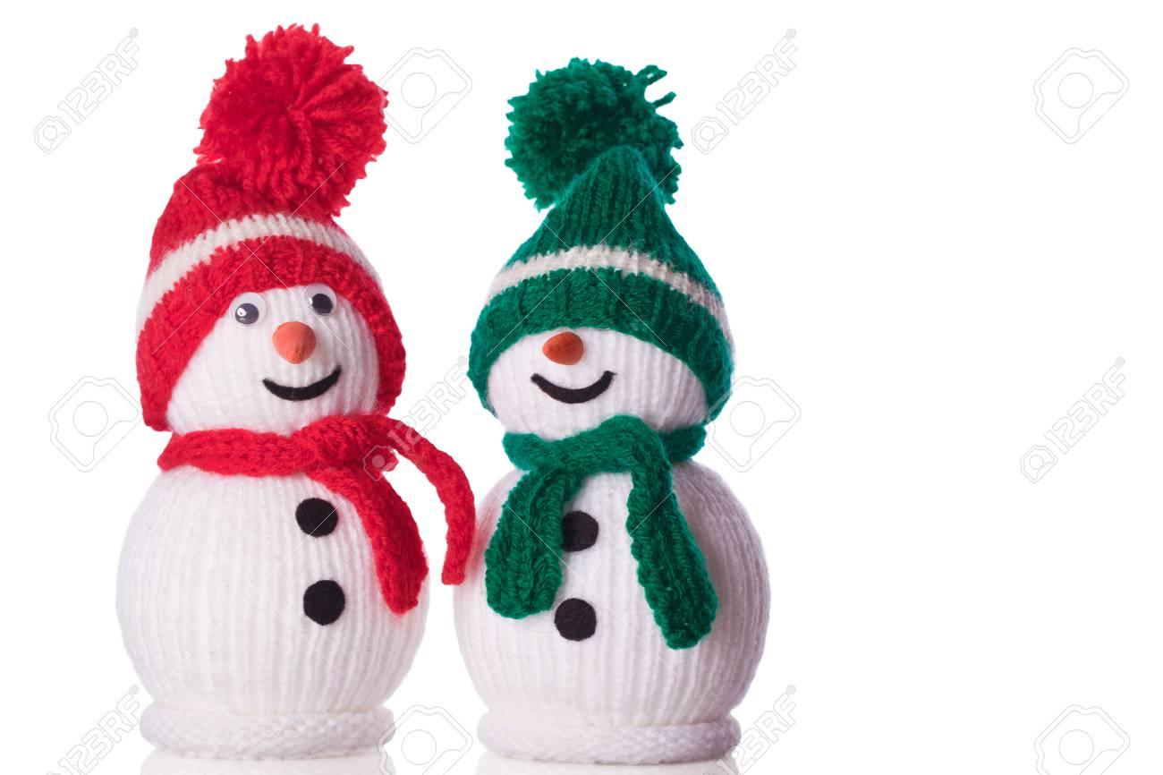 Paar Schneemann Mit Roter Und Grüner Mütze Und Schal Lizenzfreie