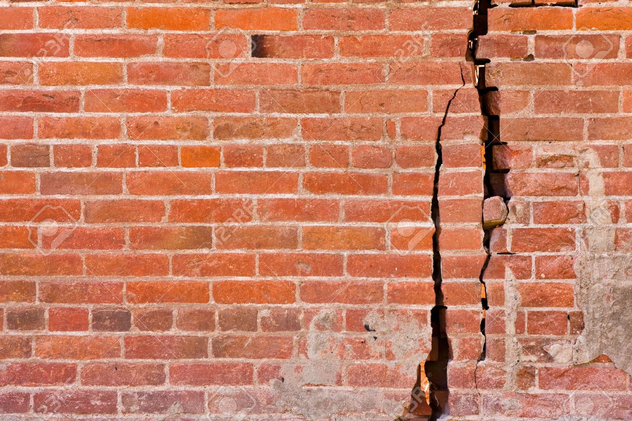 Cracked brick wall drawing brick wall - Cracked Wall An Old Brick Wall With Major Cracks And Structural Damage Stock Photo