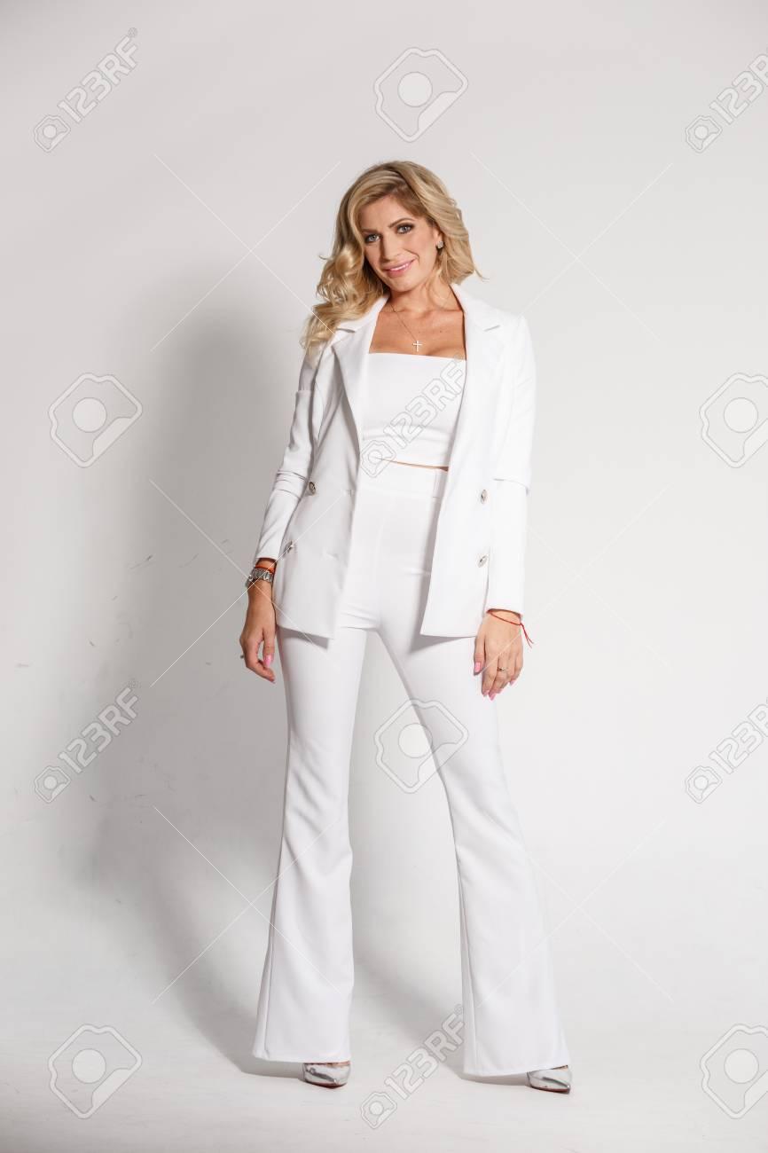 pantalones En Rubia Blanco Sexy Chaqueta Hermosa Posando Un Traje CUOEw