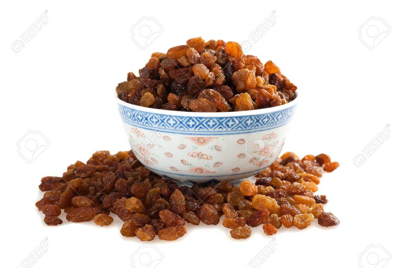 Sultana raisins cup  isolated on white Stock Photo - 13567817
