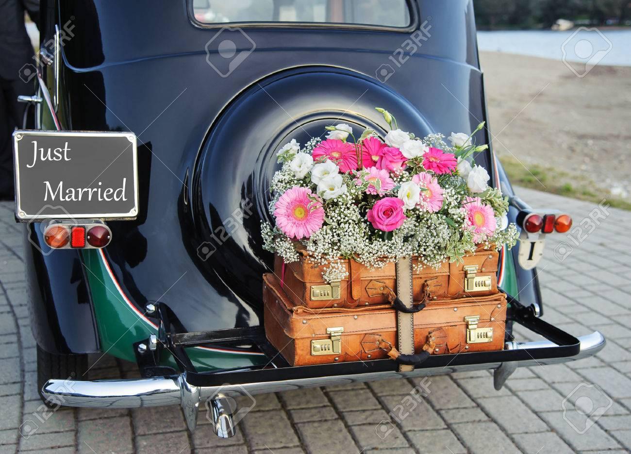 Wedding bouquet on vintage wedding car - 50076797