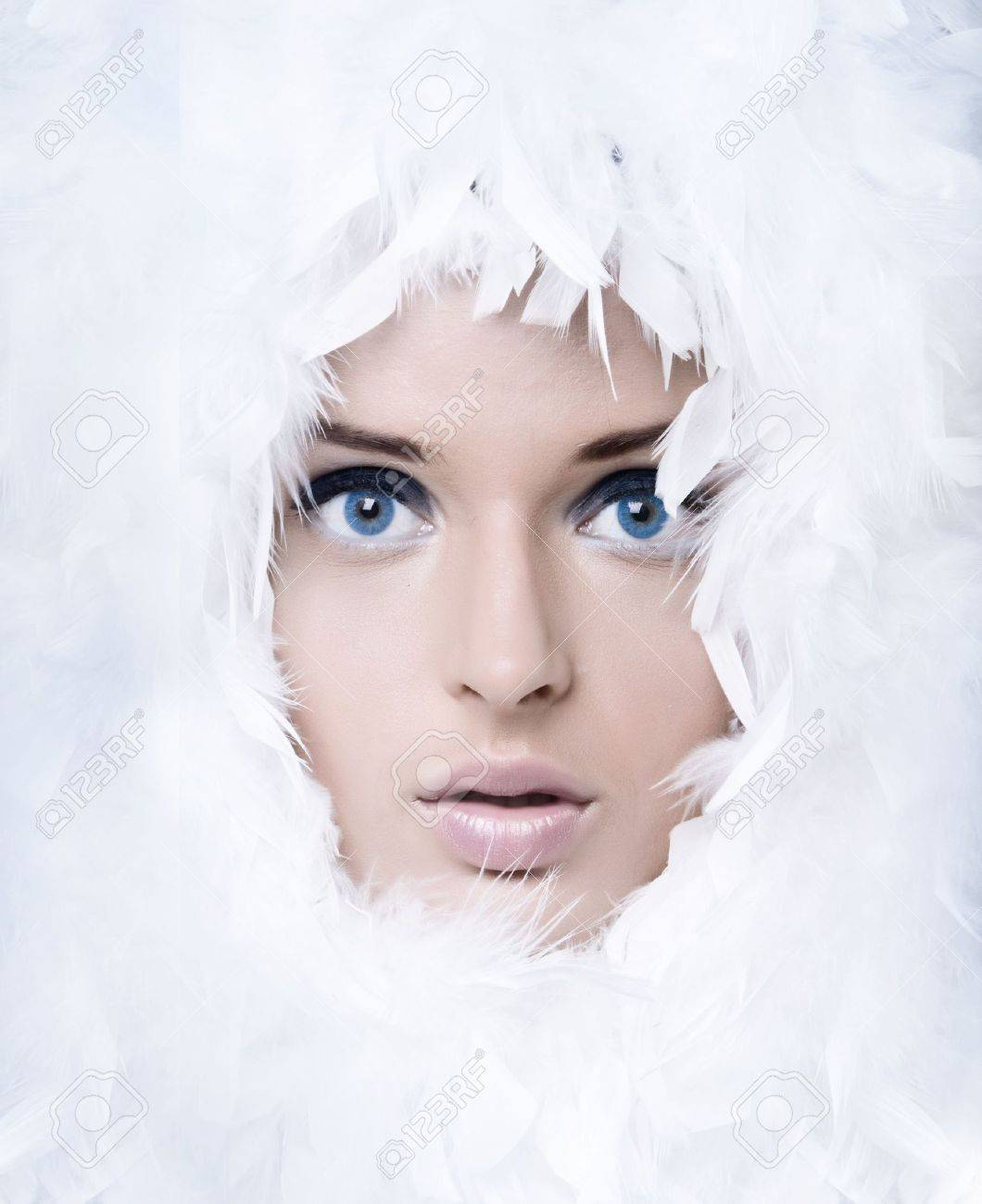 Closeup portrait of beautiful girl witk white feathers - 7873237