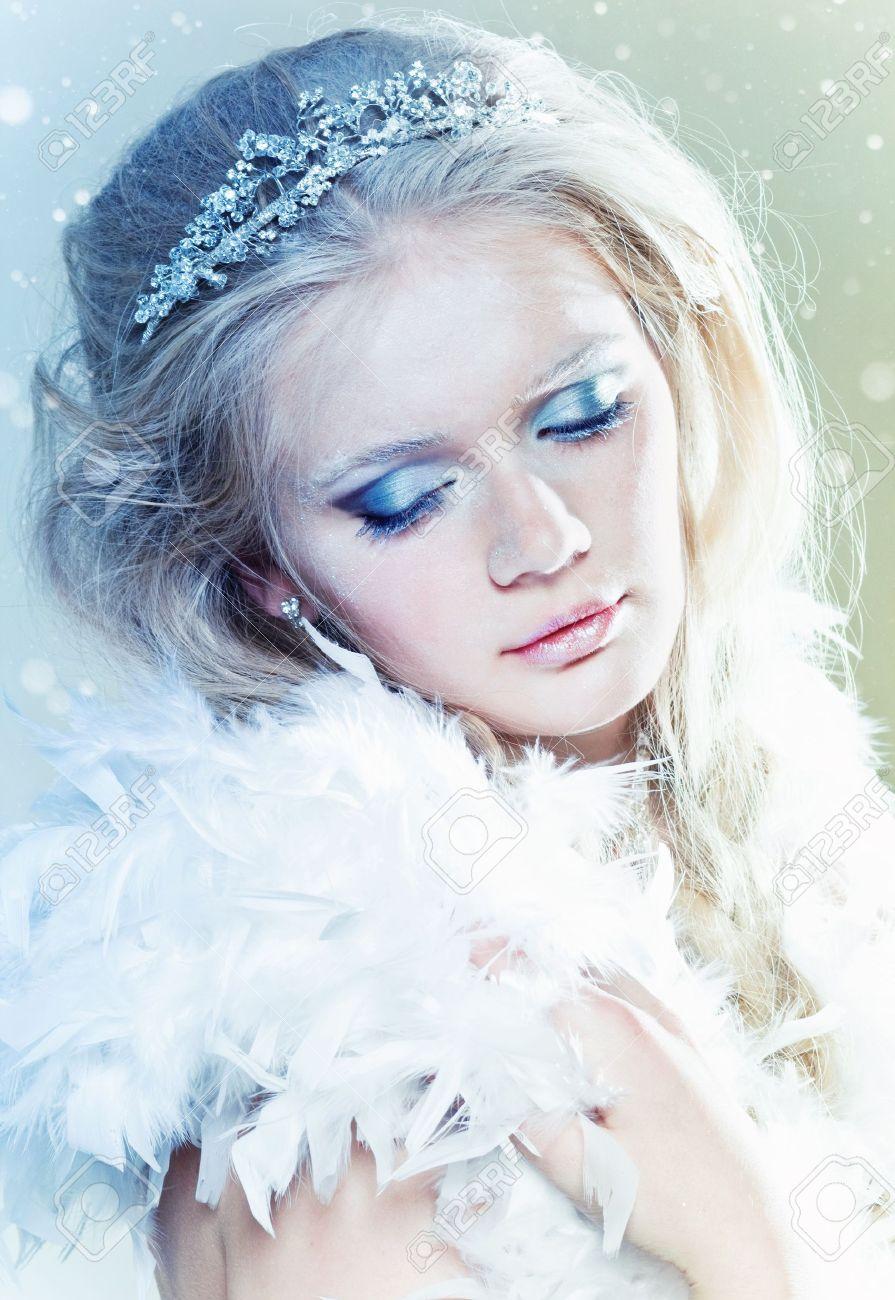 Beautiful ice queen with winter makeup - 11673182