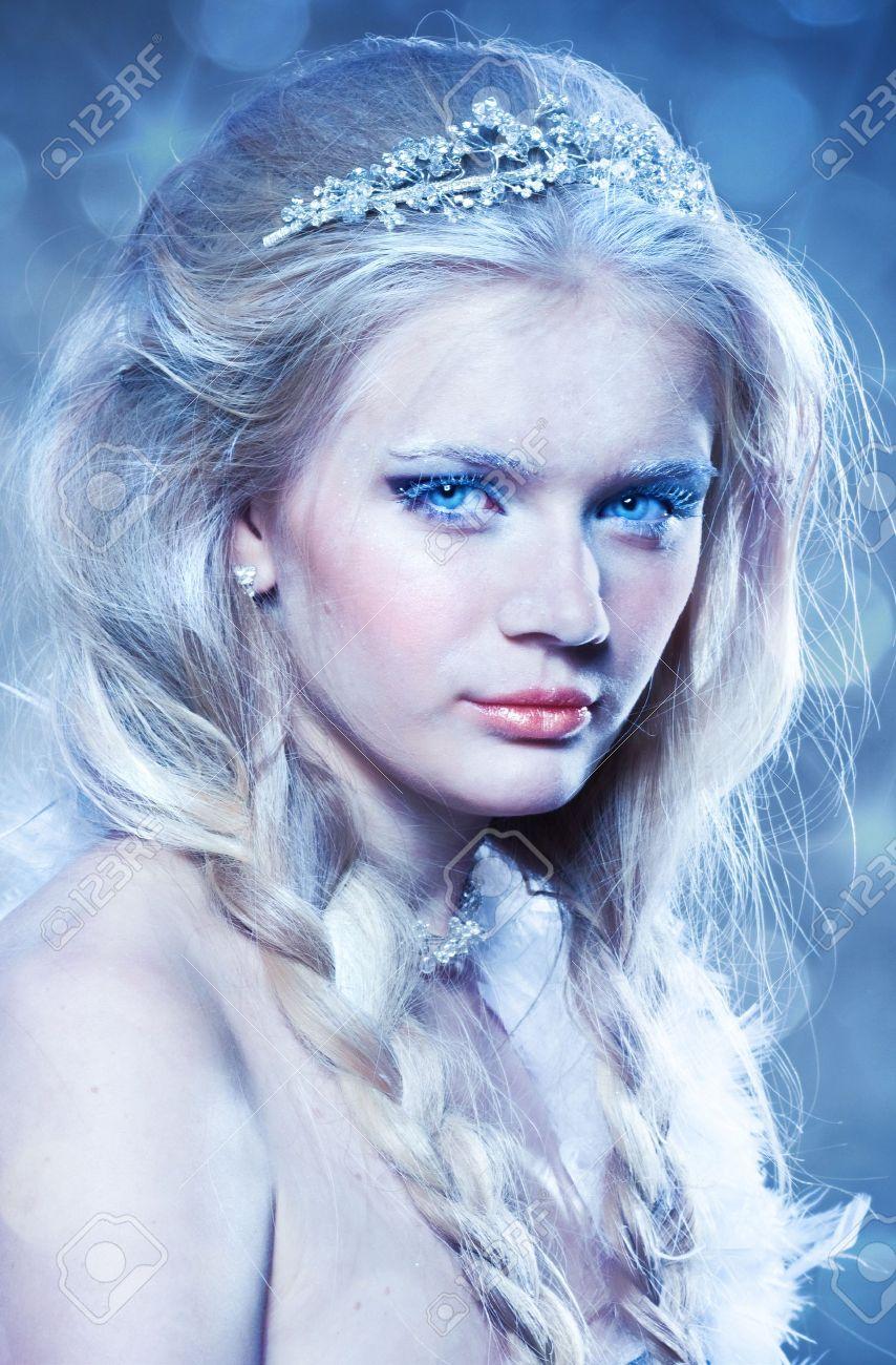 Beautiful portrait of winter princess Stock Photo - 11673184