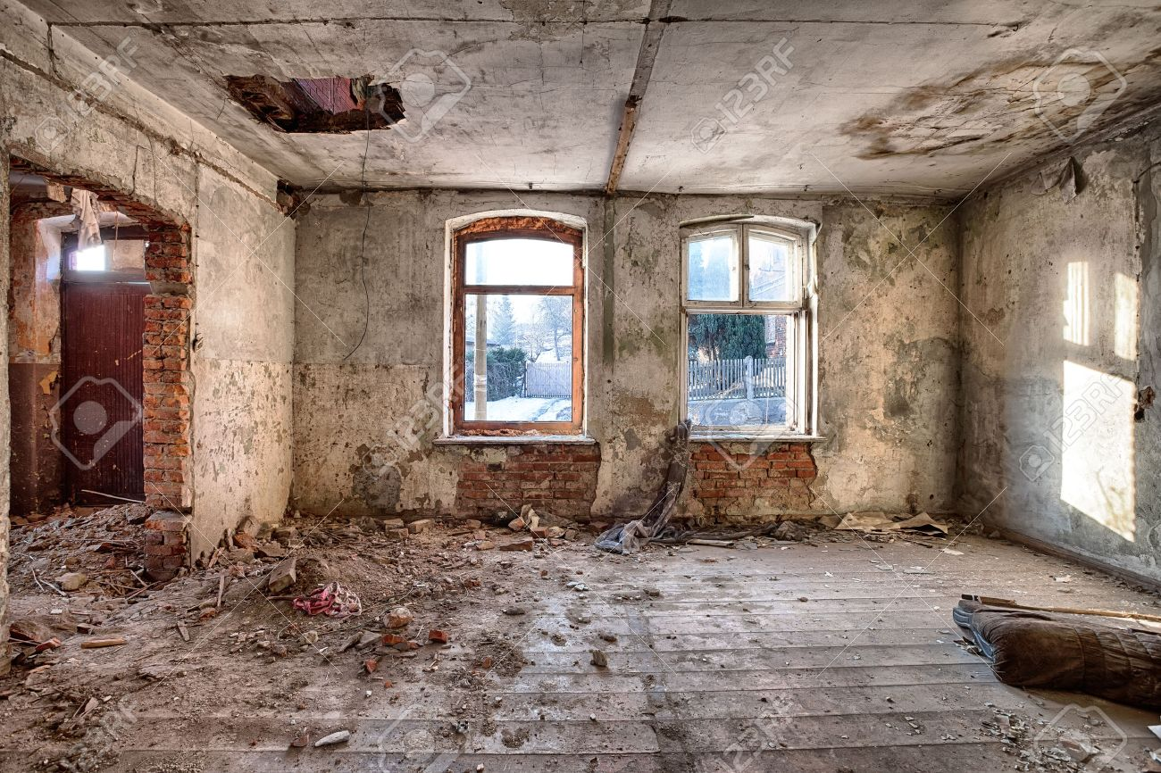 Intérieur D\'une Maison En Ruine Banque D\'Images Et Photos Libres De ...