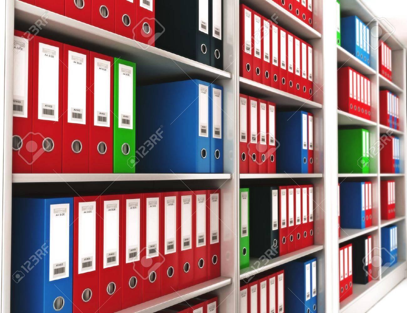 Immagini stock raccoglitori per ufficio su uno scaffale con