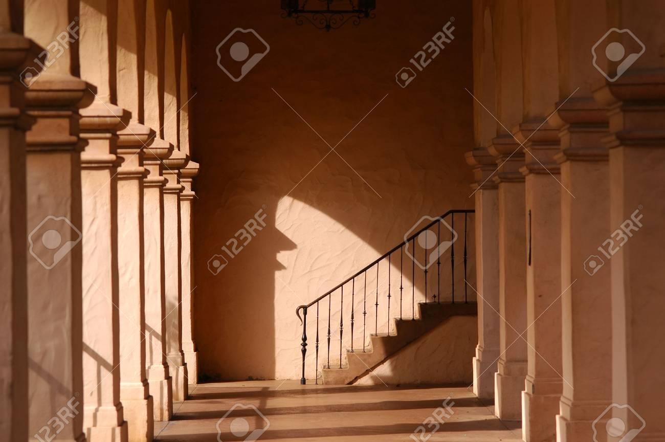 Kronleuchter Eisen ~ Säulen und bogen treppen geländer eisen kronleuchter lizenzfreie