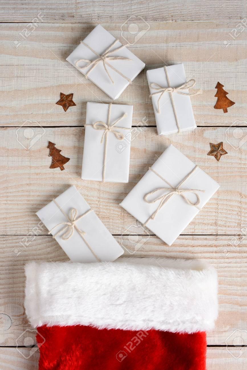 Hohe Winkel Bild Einer Weihnachtsstrumpf Mit Fünf Weißes Papier ...
