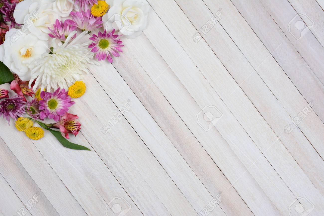 Alto ángulo De Disparo De Un Ramo De Flores En La Esquina Superior ...
