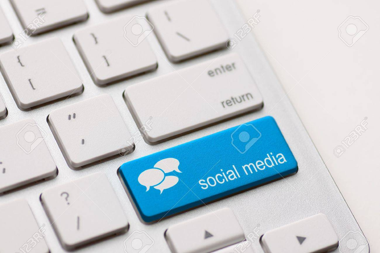 Social Media button on a keyboard with speech bubbles Stock Photo - 19583456
