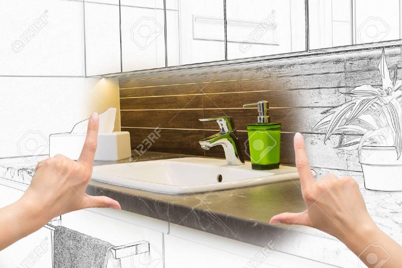 Mains des femmes encadrant salle de bains design personnalisé. dessin de regroupement et de photos. Banque d'images - 42356446