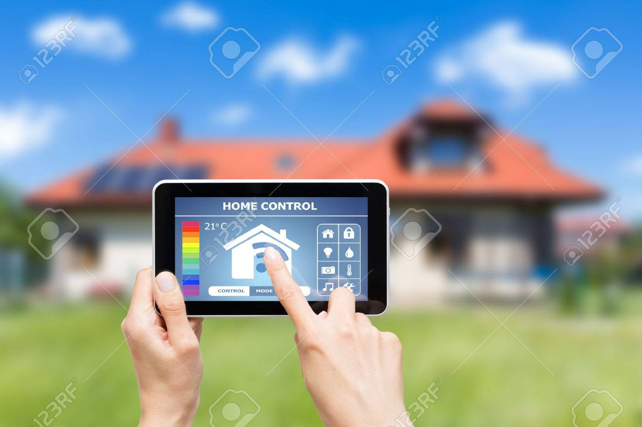 Remote home control system on a digital tablet or phone. Banque d'images - 42356452
