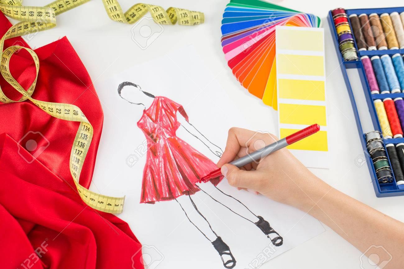 Fashion designer working in studio. Close up design. Banque d'images - 44883771