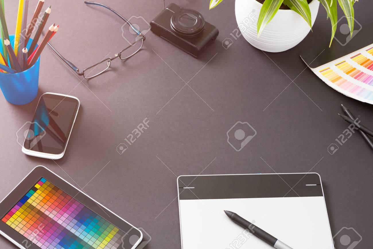 Conception Creative Designer Graphique Bureau Table - Image Banque d'images - 51156132