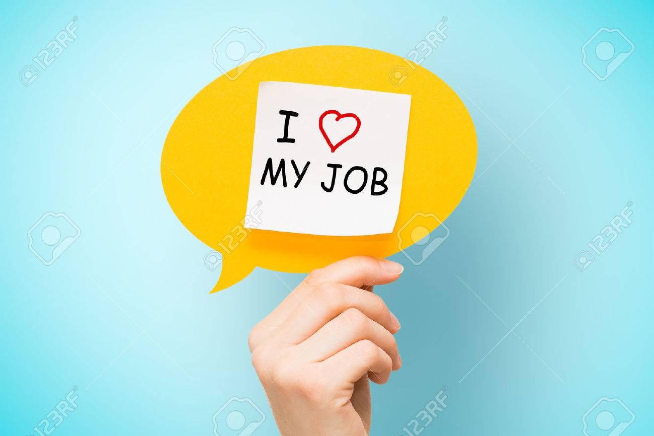 """Note adhésive sur bulle jaune avec """"I love my job"""" mots sur fond bleu. Banque d'images - 51156179"""