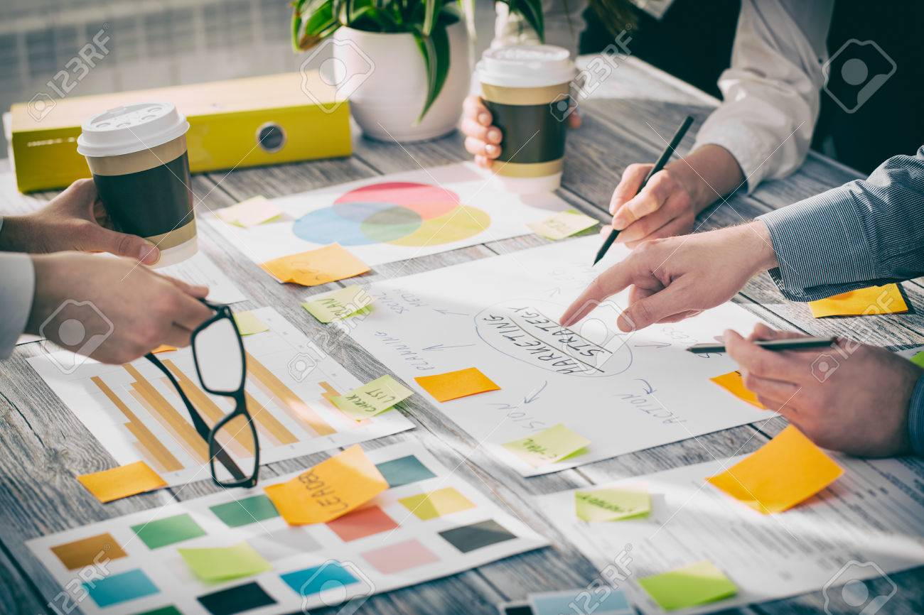 Brainstorming Planification Brainstorm Hommes d'affaires Conception Banque d'images - 55613544