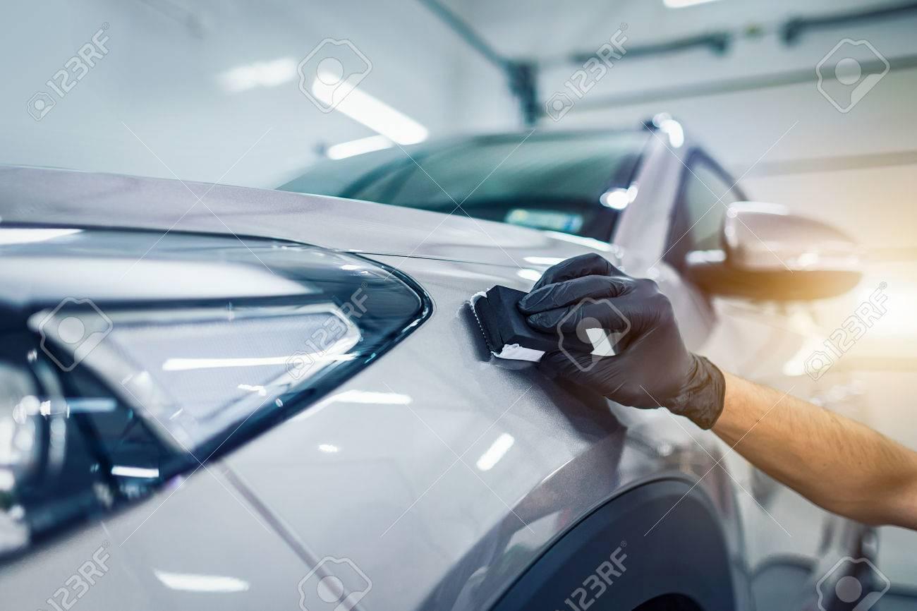 詳しく述べる車 - 男が車にナノ...