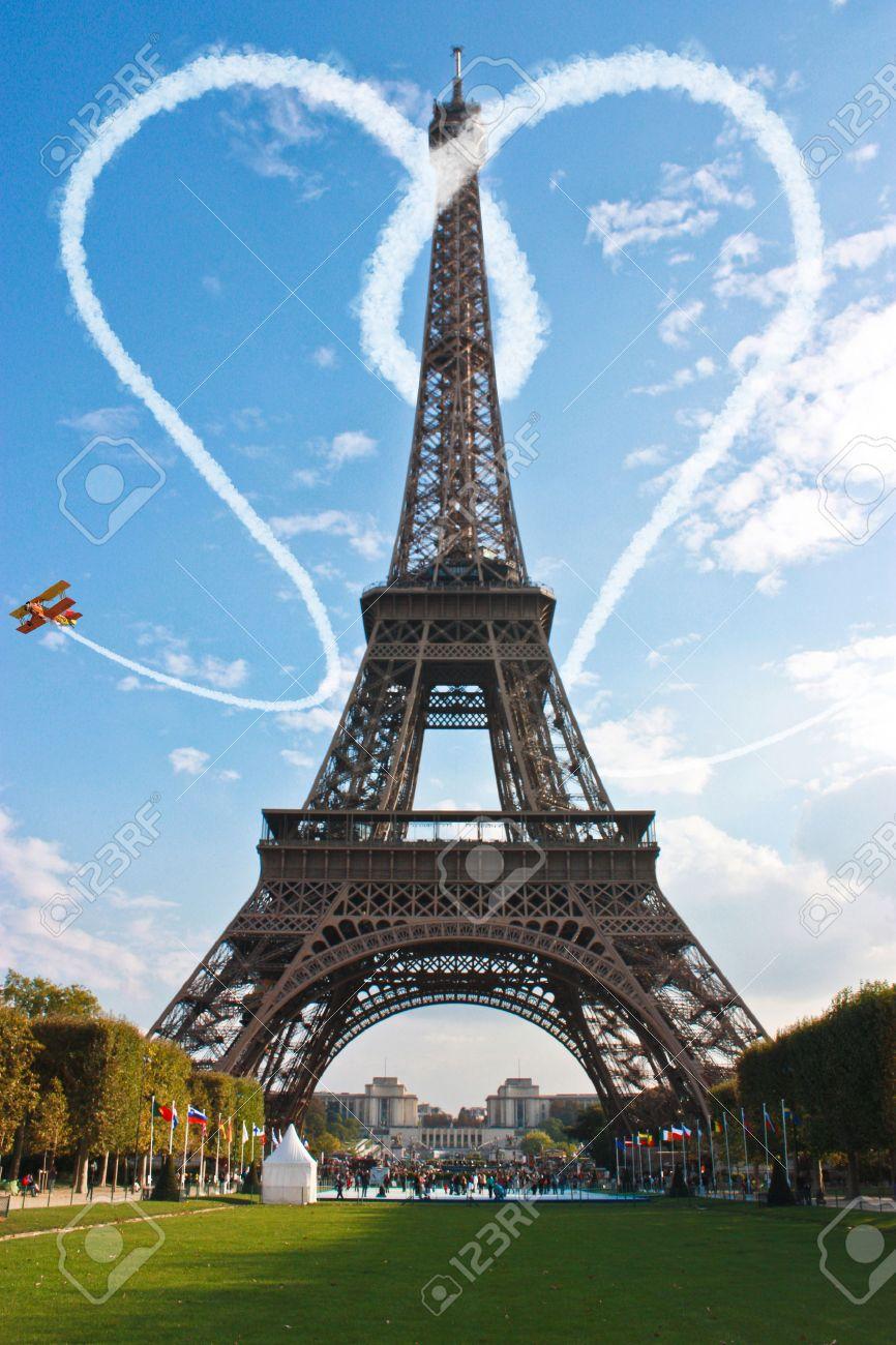 parís torre eiffel amor concepto para el día de san valentín fotos