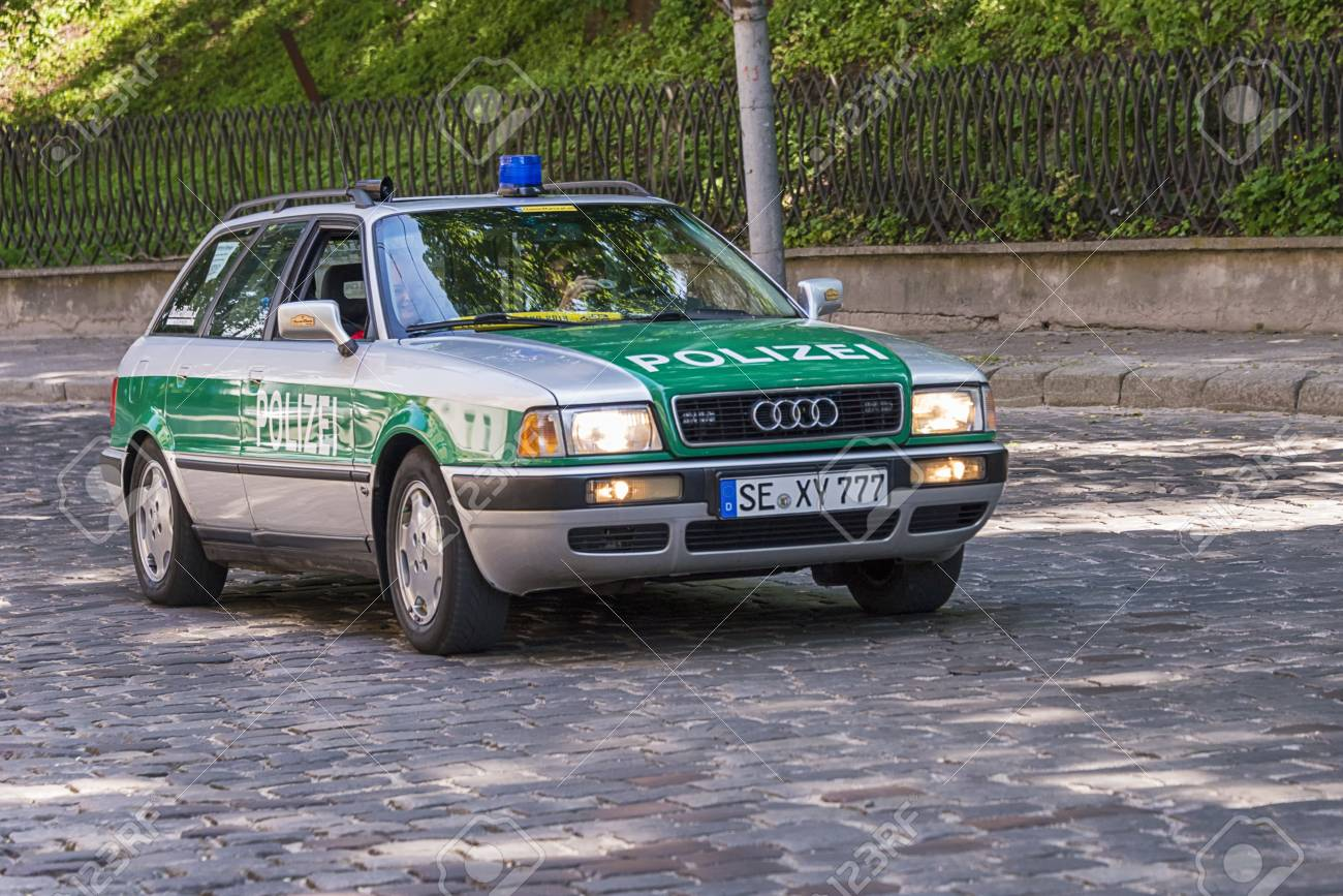 Lviv Ukraine June 4 2017 Old Retro Car Audi 80 B4 With Its