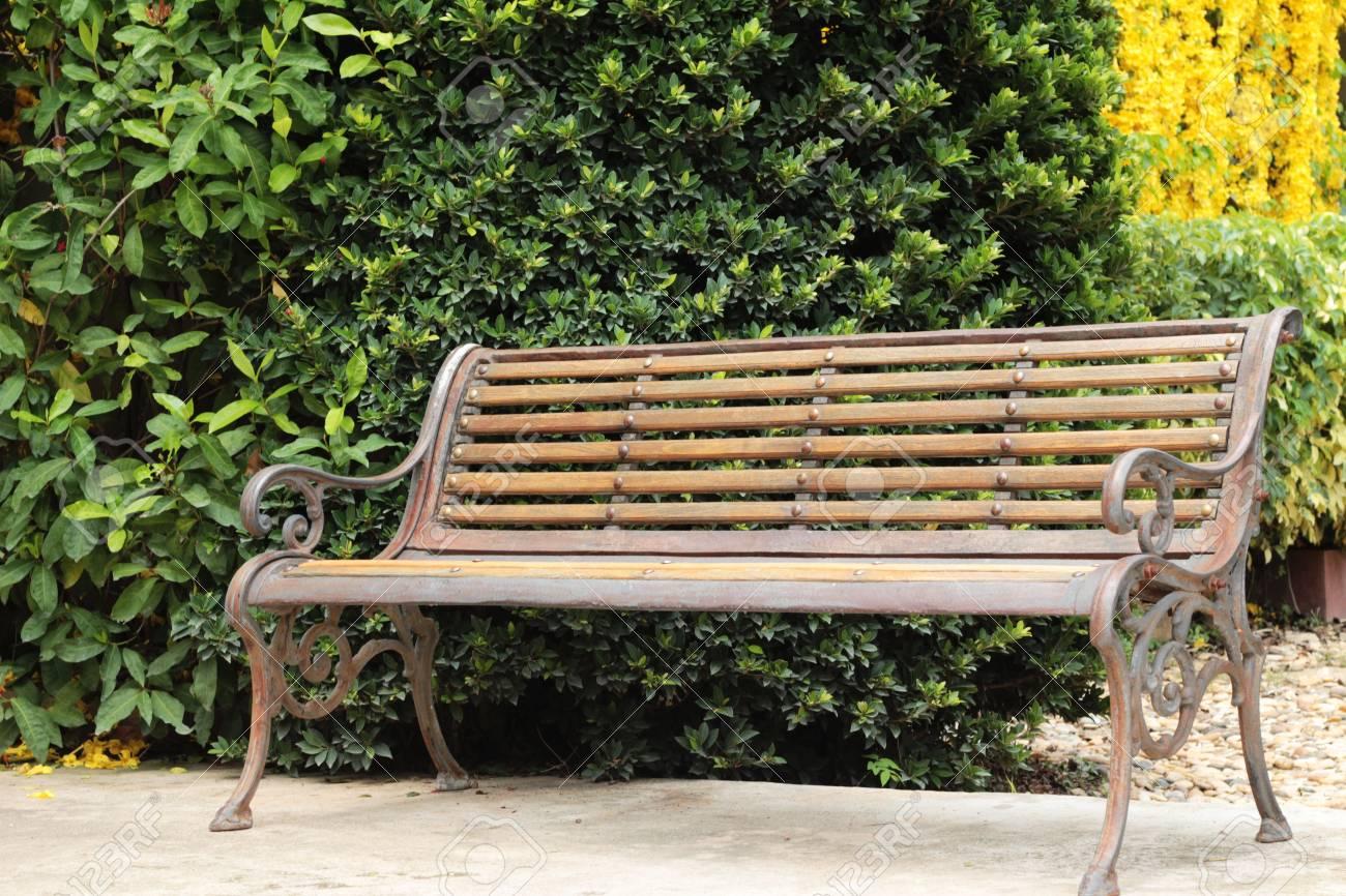 Holzstühle Im Garten Vintage Stil Lizenzfreie Fotos Bilder Und