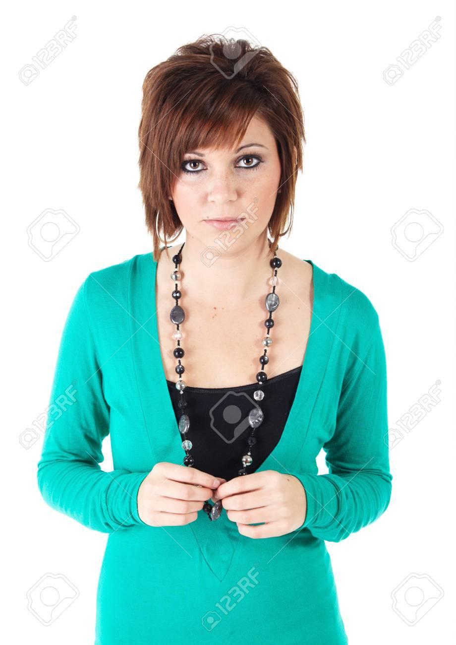 Linda Adultos Caucásica Joven Vistiendo Un Vestido Color Turquesa Y Un Collar De Perlas Con Morena De Pelo Corto Sobre Un Fondo Blanco No Aislado