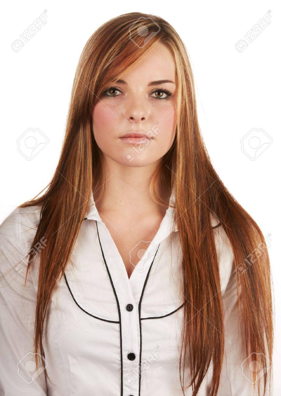 belle jeune femme adulte caucasien avec longs cheveux auburn rouge