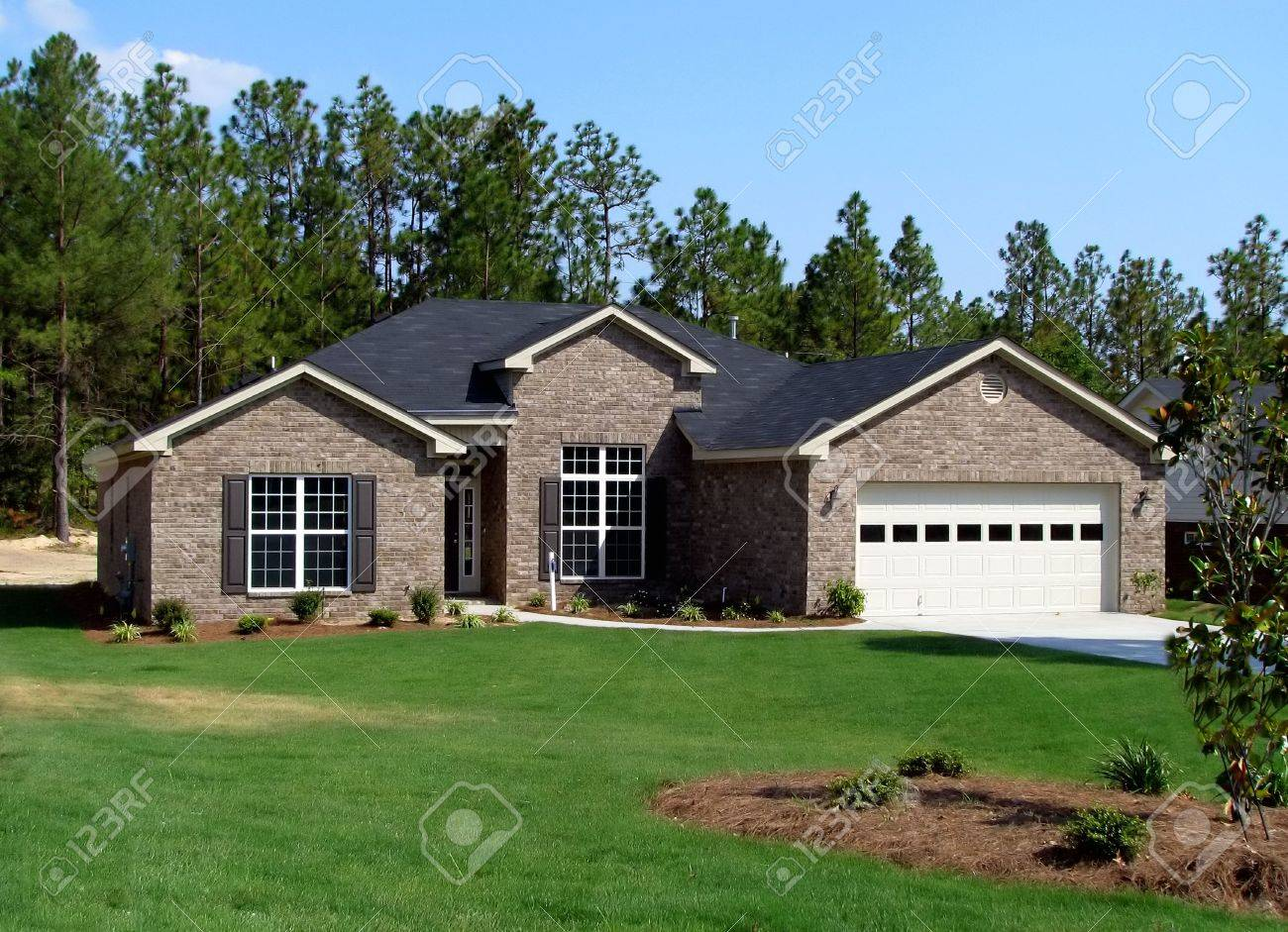 new single family home in beautiful community Stock Photo - 4407941