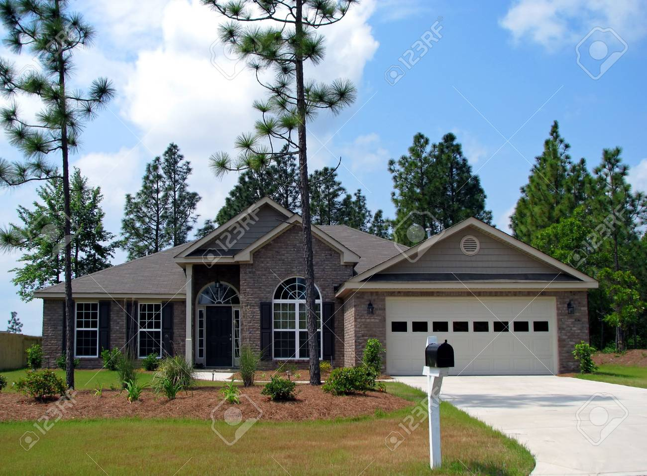 new single family home in beautiful community Stock Photo - 5711796