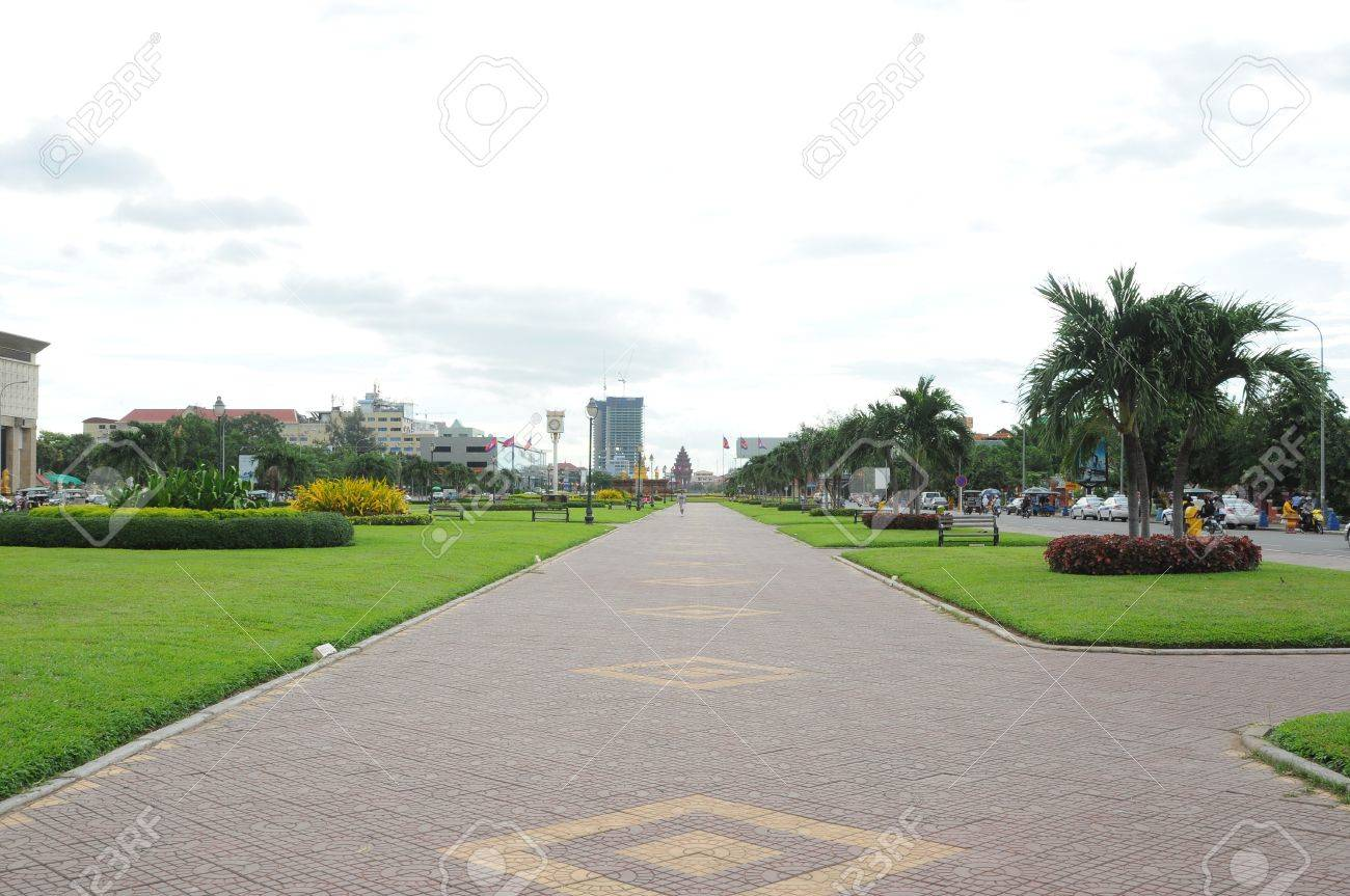 "Cambodia landscape of ""Independent Monument Park"" in Phnom Penh. - 10669867"