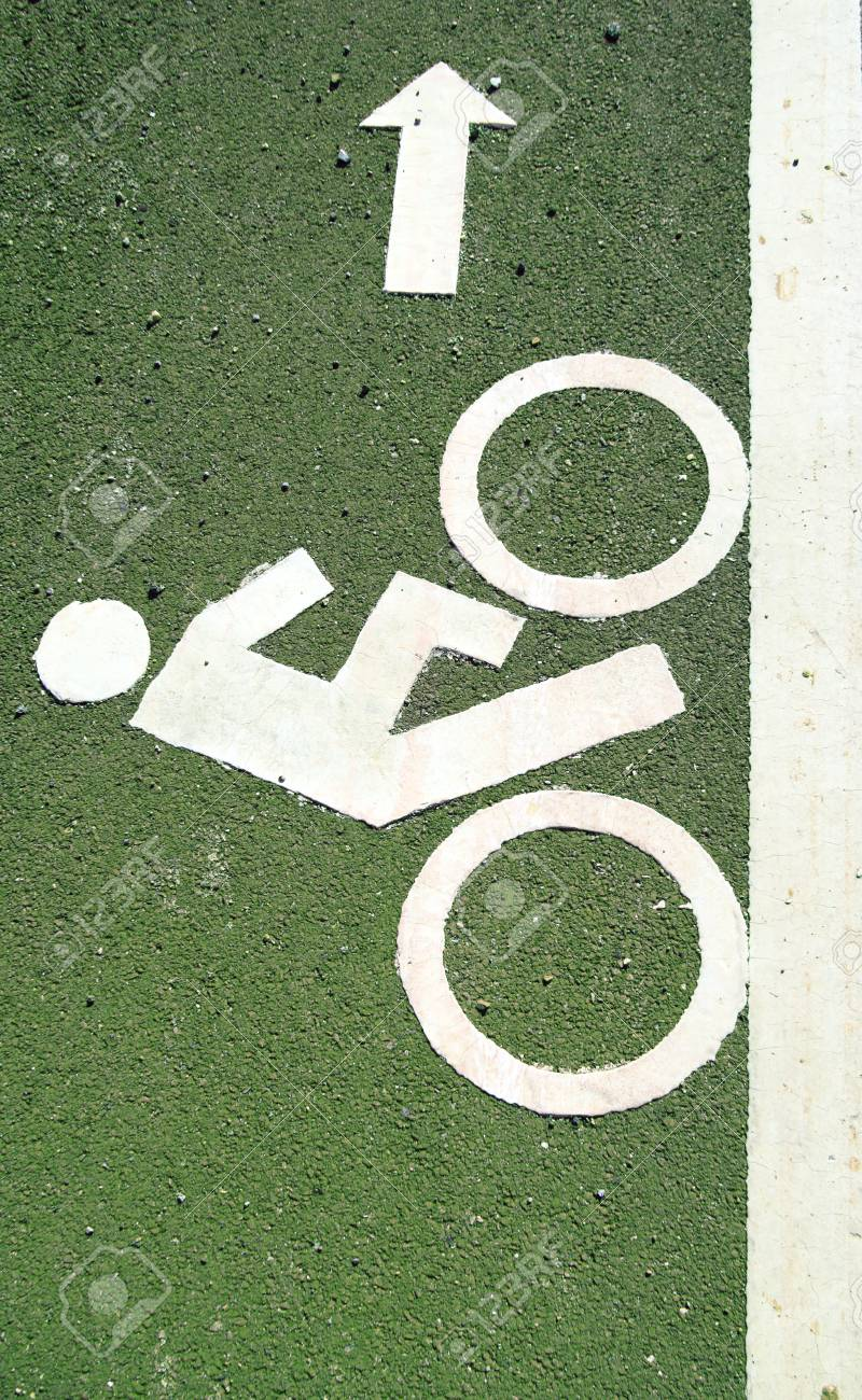 bicycle road sign green color background Stock Photo - 8133025