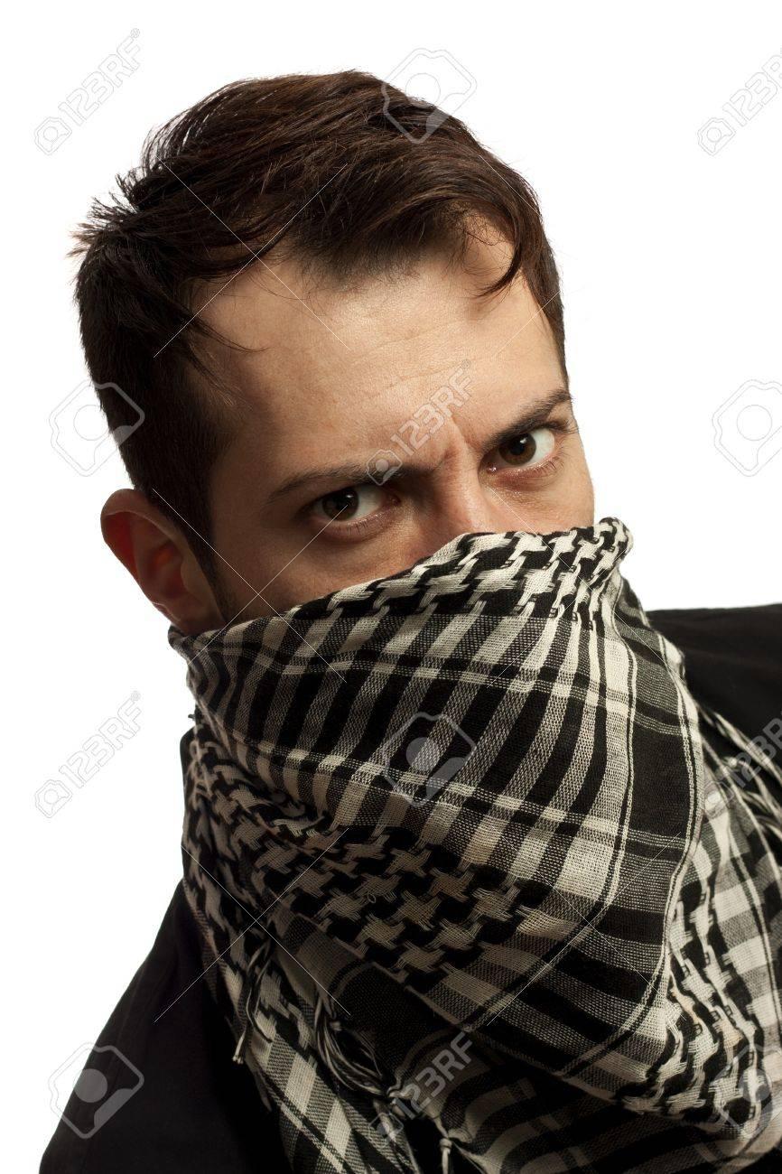 Banque d images - Jeune homme vêtu de noir t-shirt sur le visage d un foulard  palestinien. Chaume sur son visage. Isolé sur fond blanc 9c1be08c2bd