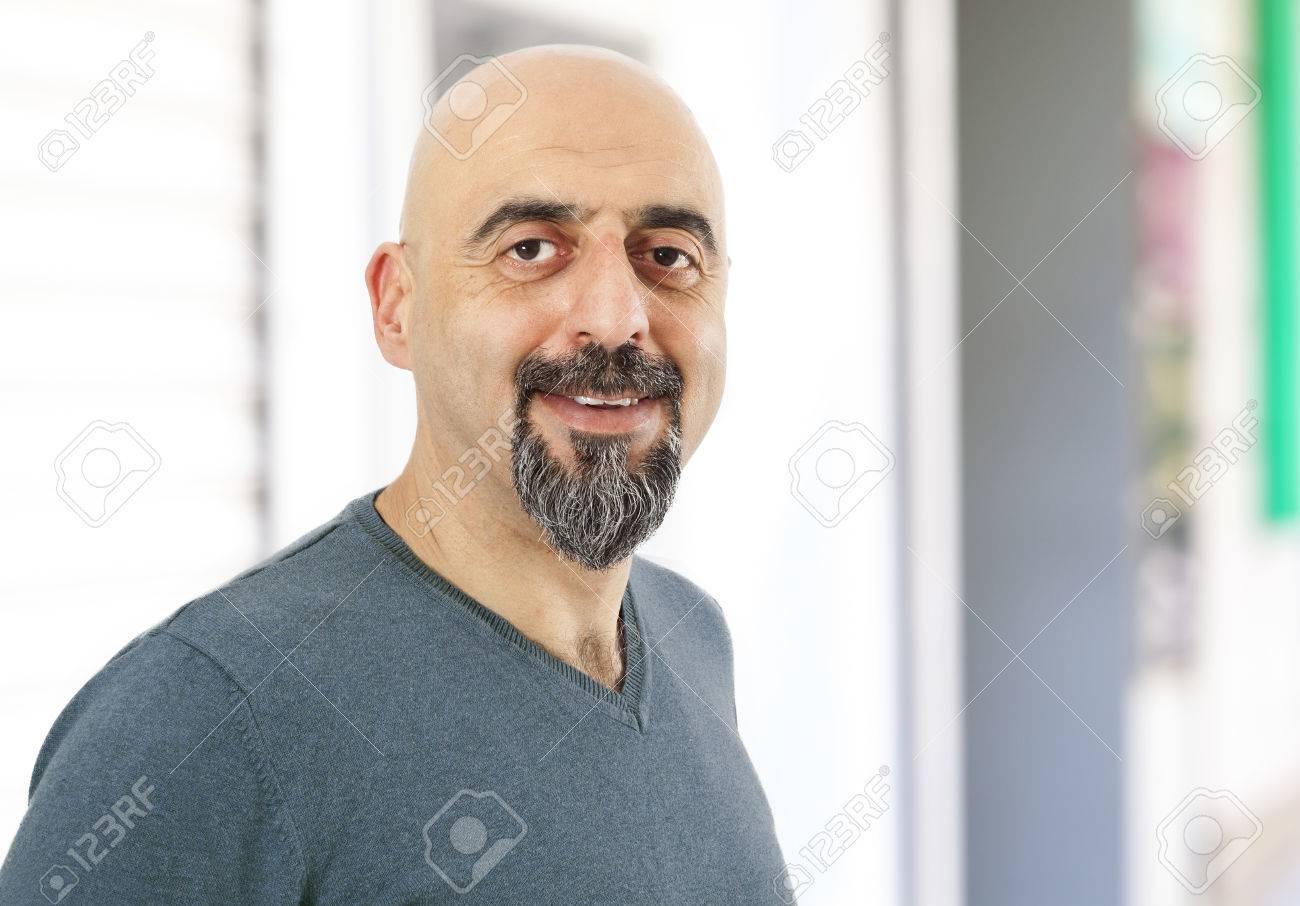 Portrait of smiling man - 42664979