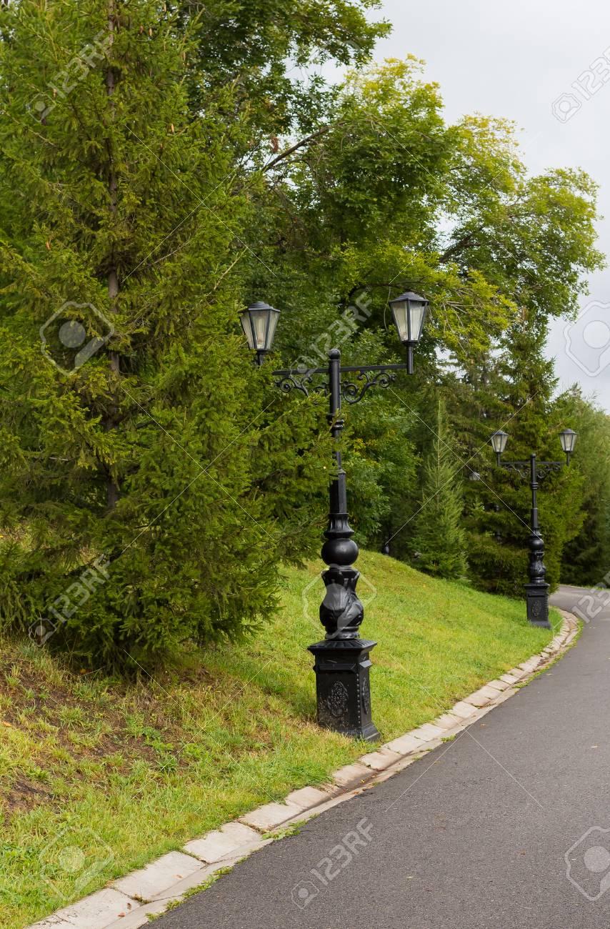 de y araña Lámpara en Lámpara calle de viejo dos con la hierro de pie lámparas pierna rizos lámpara de en el con forjado estilo larga negravidrio cTF1lKJ3