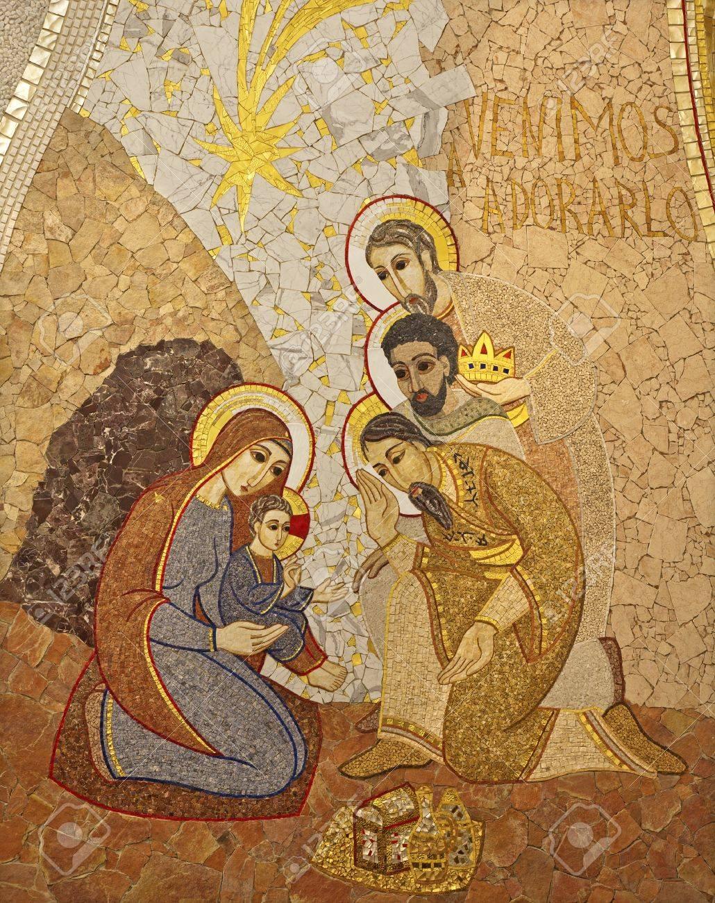 MADRID - 10 de marzo: mosiac moderna de la Adoración de los Reyes Magos por  pater Rupnik de Capilla del Santísimo en la Catedral de la Almudena onMarch  10, 2013 en España.