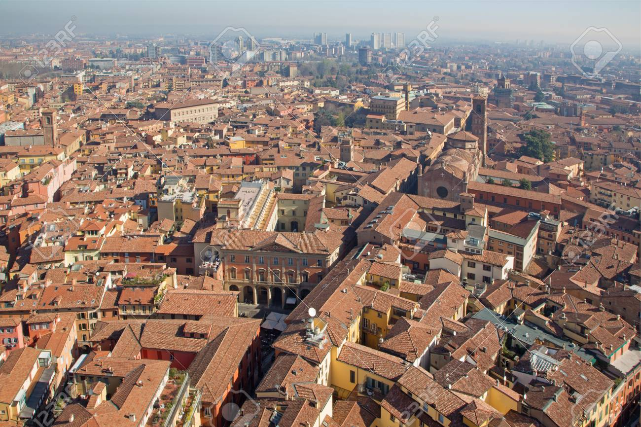 https://previews.123rf.com/images/sedmak/sedmak1403/sedmak140300395/27072846-bologna-outlook-from-torre-asienlli-to-east-in-morning-with-the-church-san-giacomo-maggiore.jpg