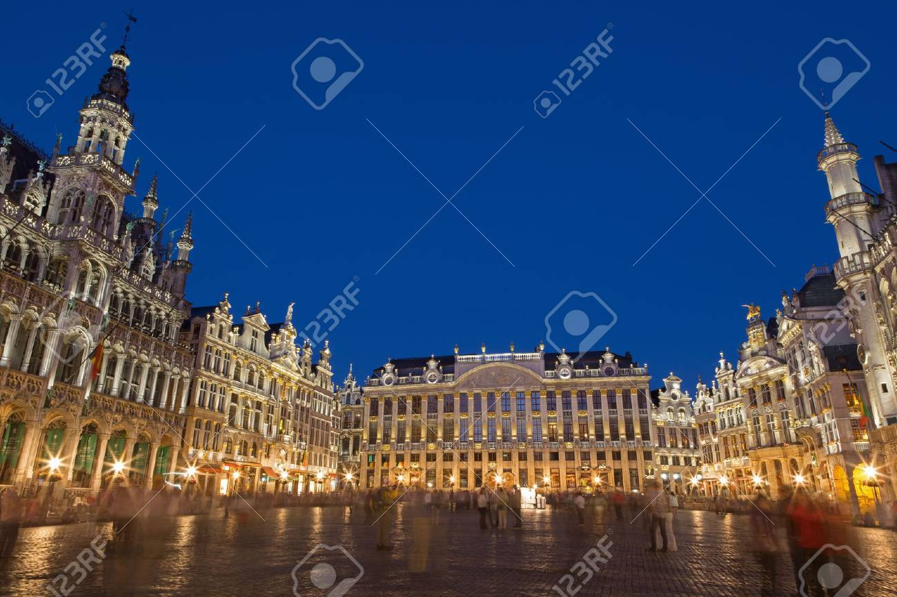 BRUSSELS, BELGIUM - JUNE 14, 2014: The main square and Ggrand palace in evening. Grote Markt. Stock Photo - 29324998