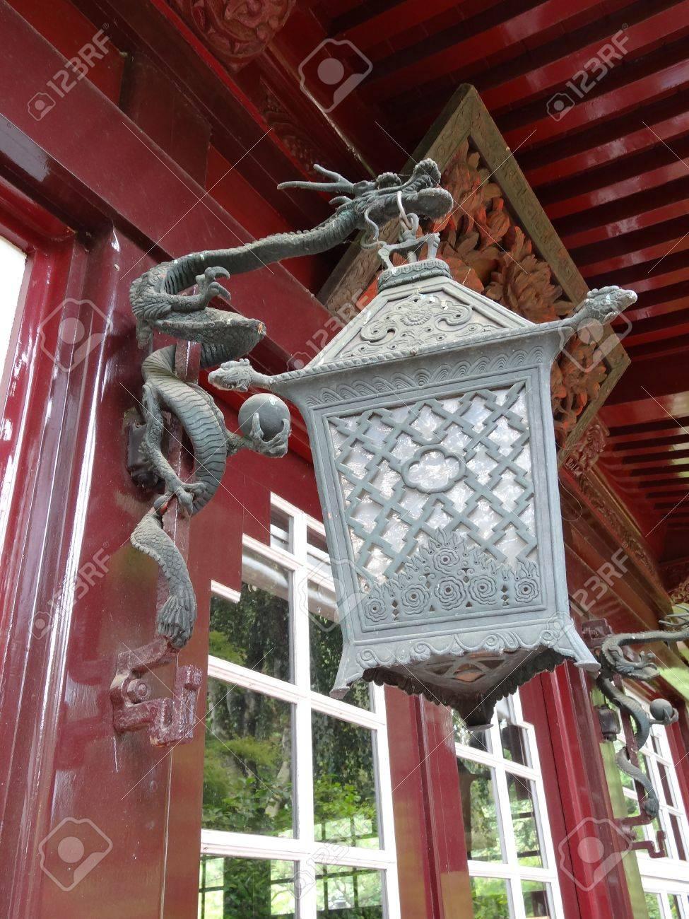 Jardin Japonais Lampe Suspendue A L Entree D Un Pavillon Banque D
