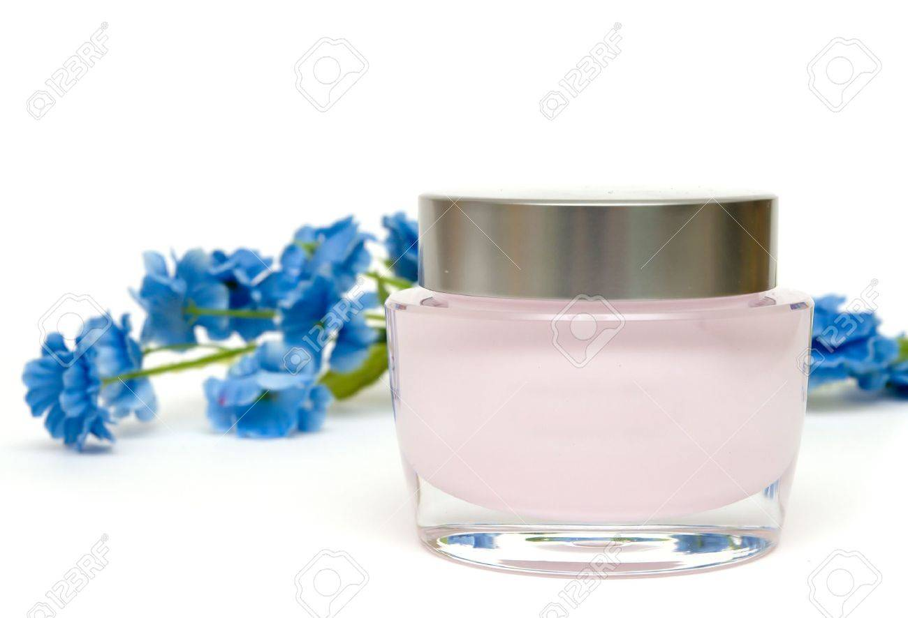 moisturizer cream and flower Stock Photo - 2820045