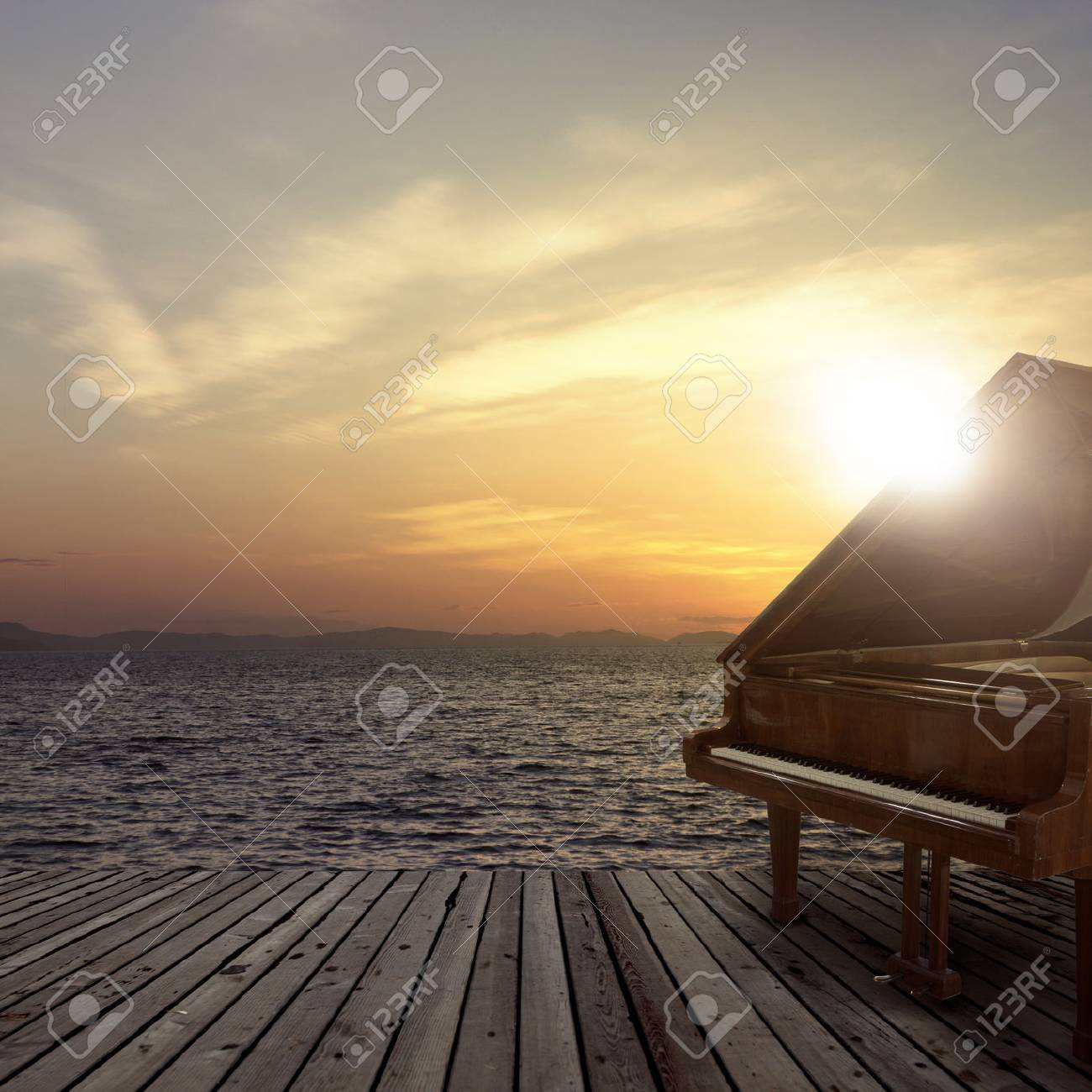 Piano outside shot at sea side during sunset - 64319995