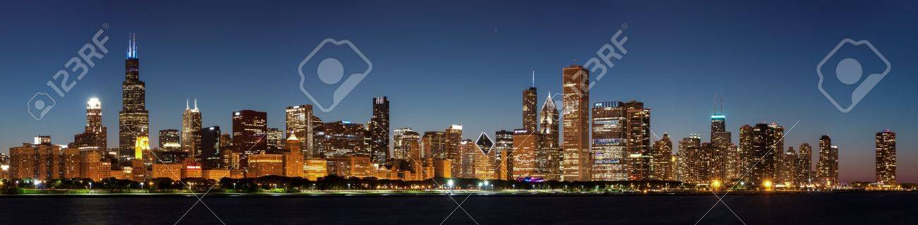 Chicago downtown city skyline at night and Michigan lake shore drive Stock Photo - 14384784