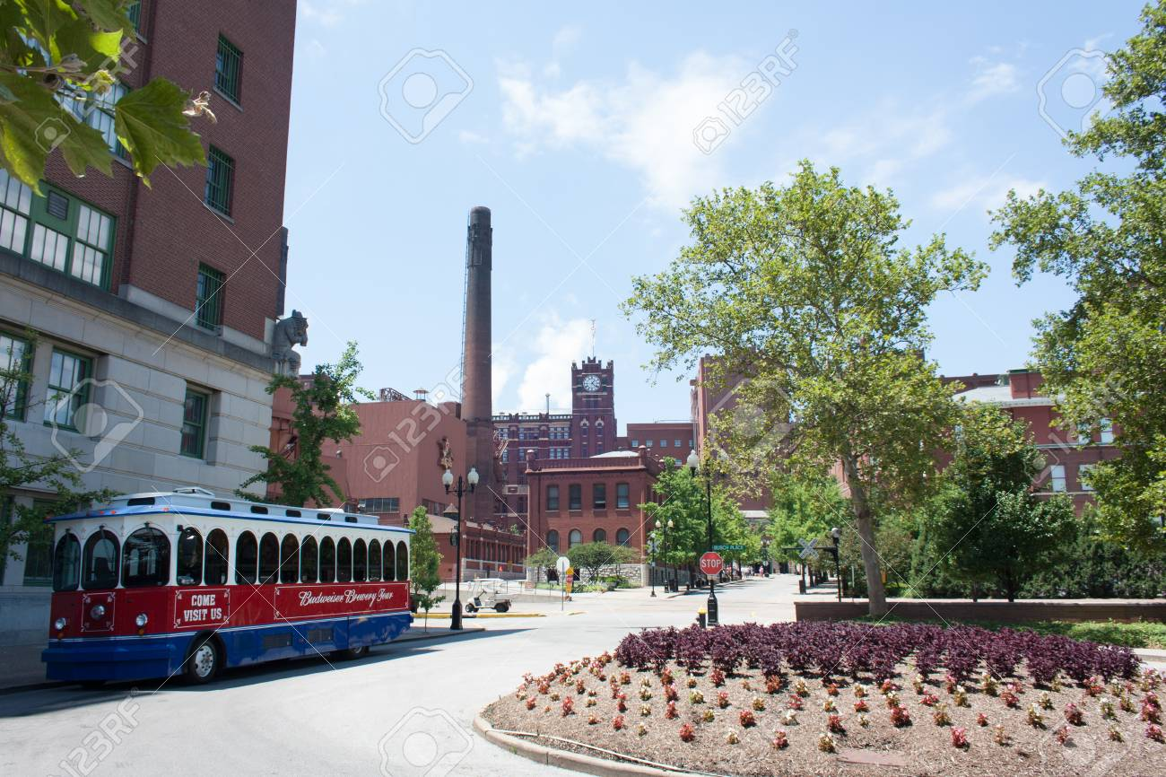 ST. LOUIS - JULY 8, 2012: The Budweiser brewery at the Anheuser-Busch headquarters hosts 300.000 visitors annually on July 8, 2012 in St. Louis. The complimentary tour is offered throughout the year. Stock Photo - 29248955