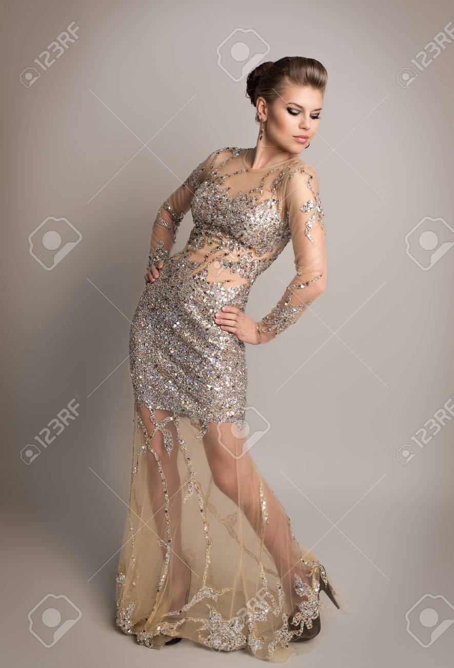 Diamants De Blonde Robe Cher Avec V8nowmn0 Soirée Jeune En Posant Studio DbHE9IYeW2
