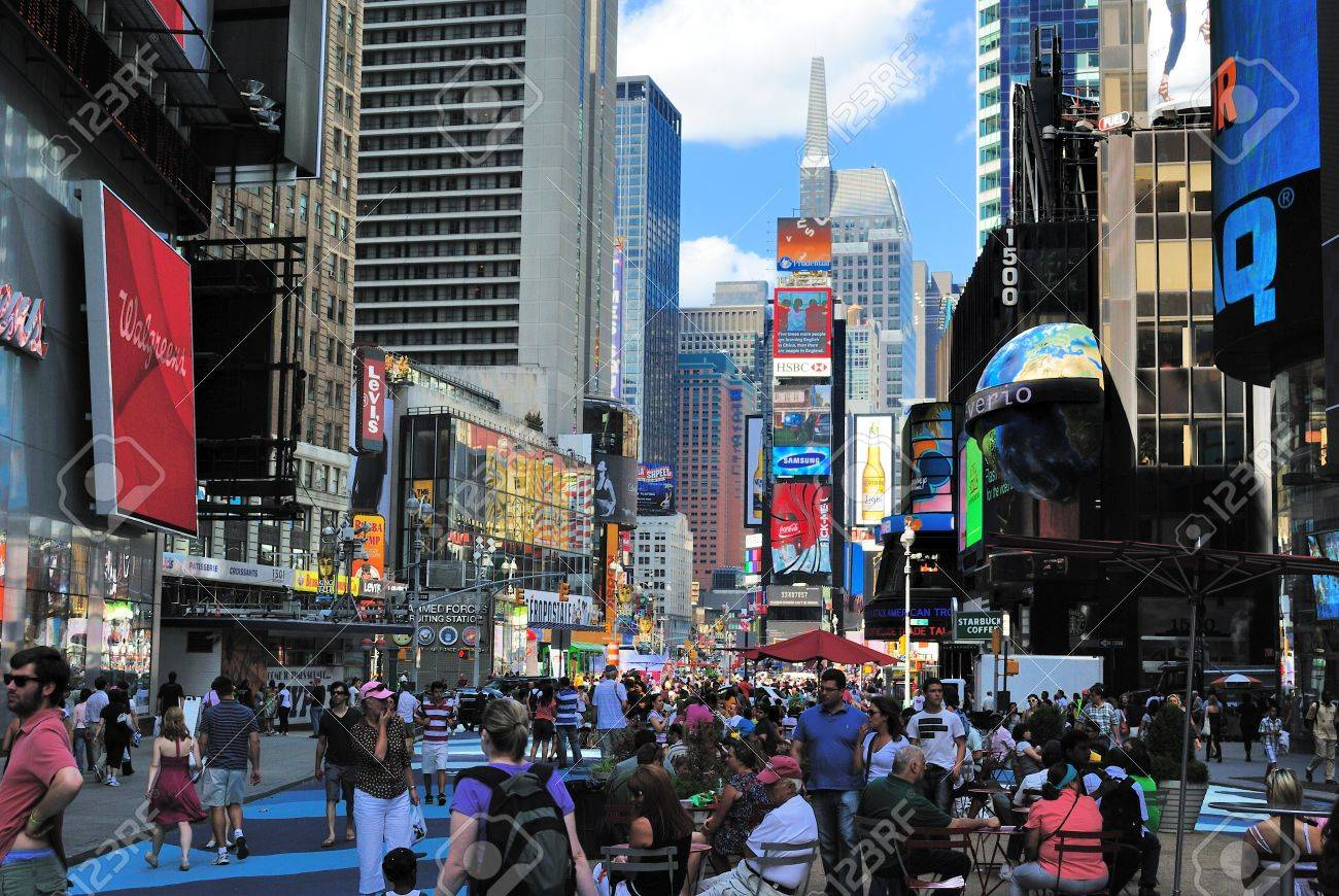 NEW YORK CITY - JUNE 26: Crowds in TImes Square July 26, 2010 in New York, NY. Stock Photo - 8797097